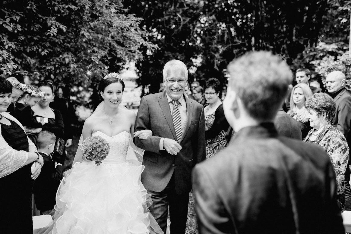 Hochzeit Vater&Tochter stolz Freude Liebe Brautstrauß Übergang Bräutigam