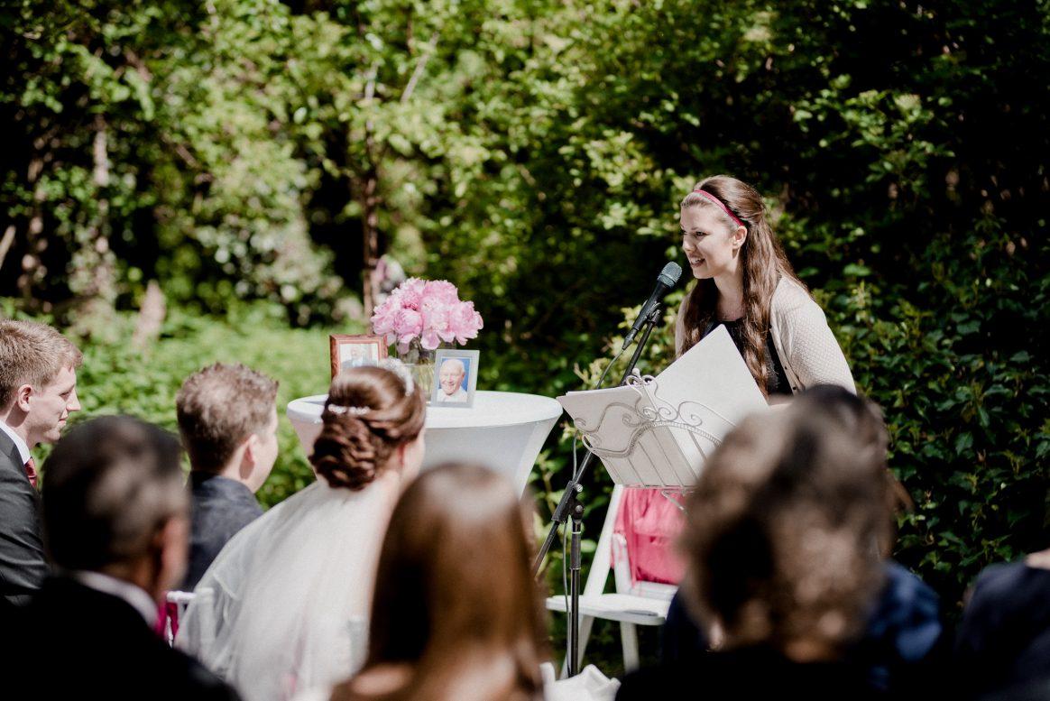 Rede Love Familie Freunde Bekannte Natur grün Sommer Wald Trauung