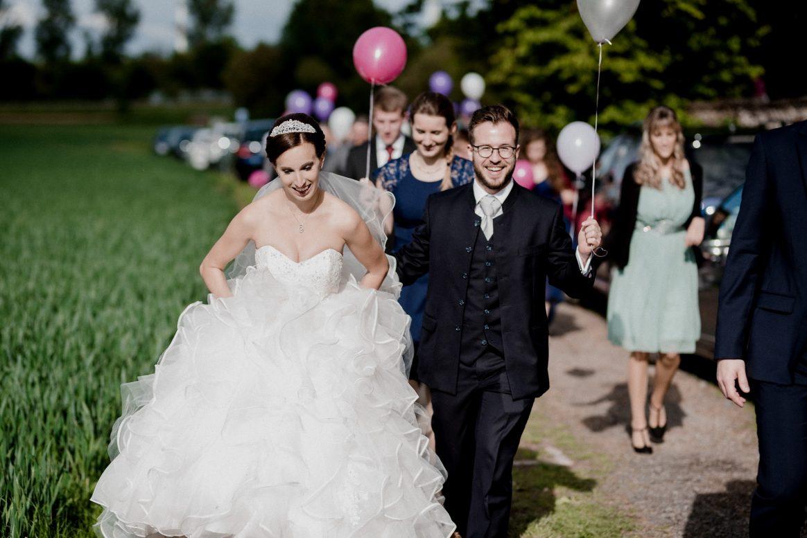 Luftballons pink weiß rosa Hochzeit Braut Bräutigam Gäste Spaß Auszug