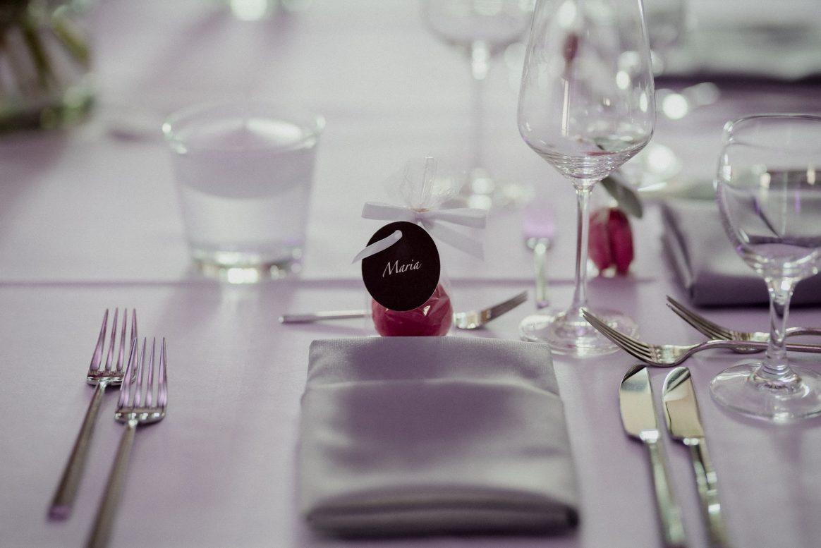 Besteck Gläser Kerzen Namenschild Geschenk Sitzplatz Stoffservietten