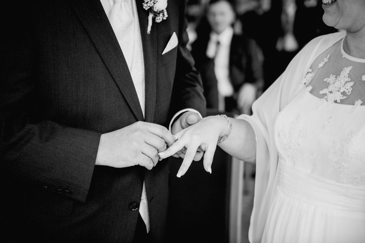 Eheringe schwarz weiß Bündnis Tradition Mann Frau Liebe Hochzeit