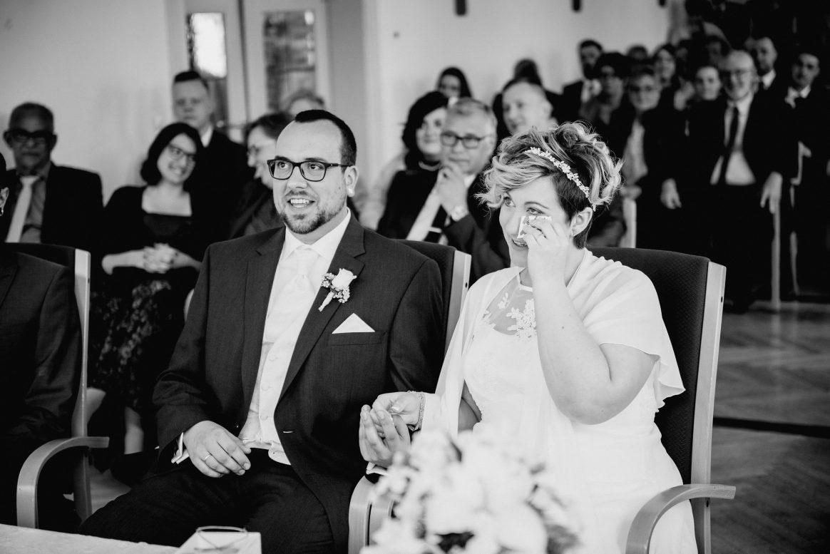 Freudentränen Hochzeit Liebe Mann Frau Eheversprechen Rührung Standesamt