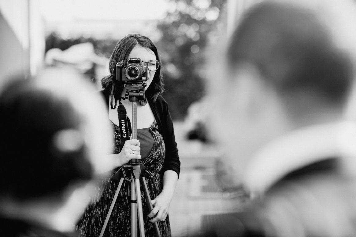 Fotokamera Canon Frau Kleid Gäste Fotographen Erinnerungen Trauung