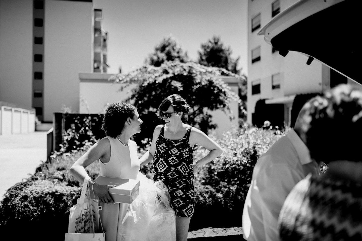 Small talk Lachen Summer Sonne warm Car People Wedding Trauzeugin