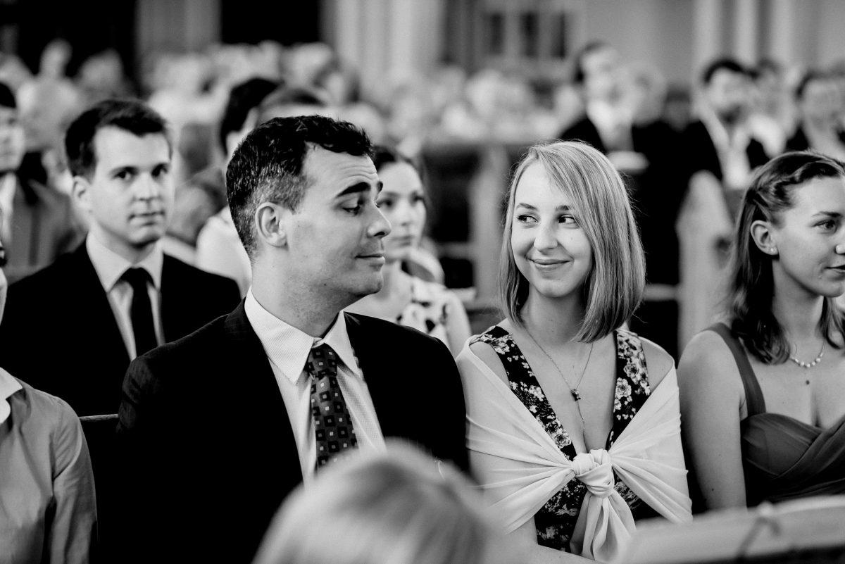 Gäste Harmonie Kirche Lachen Hochzeit Kleid Sommer Trauung