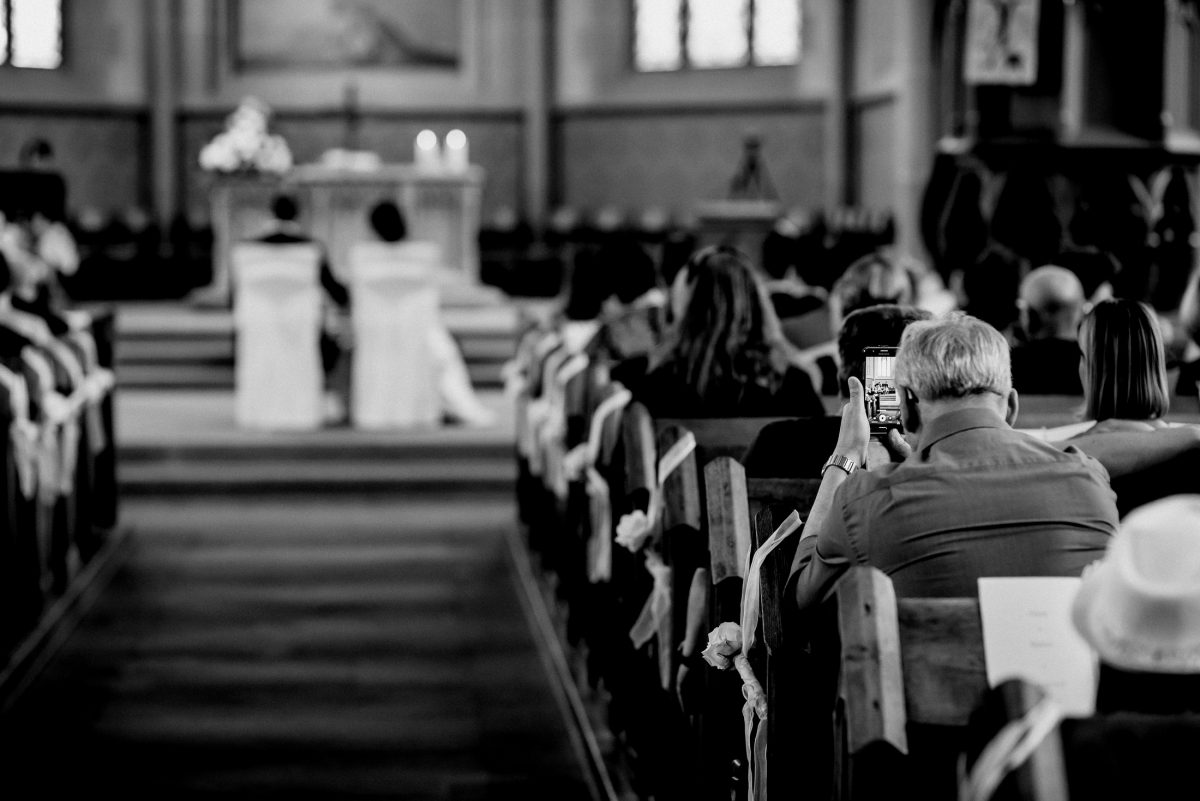 Kirche Hochzeit Handy Foto Altar Eheschließung Gäste Erinnerungen