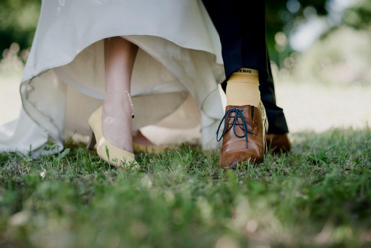 Schuhe gelb Partnerlook Socken Fußkettchen Herz Kleid Anzugshose