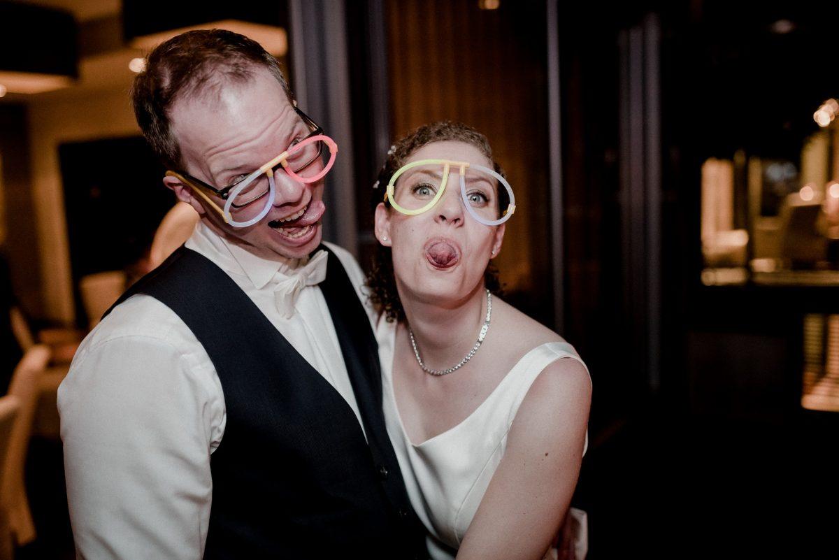 Ehepaar Spaß Party Vergnügen silly Neonbrillen Schmuck albern frech lustig