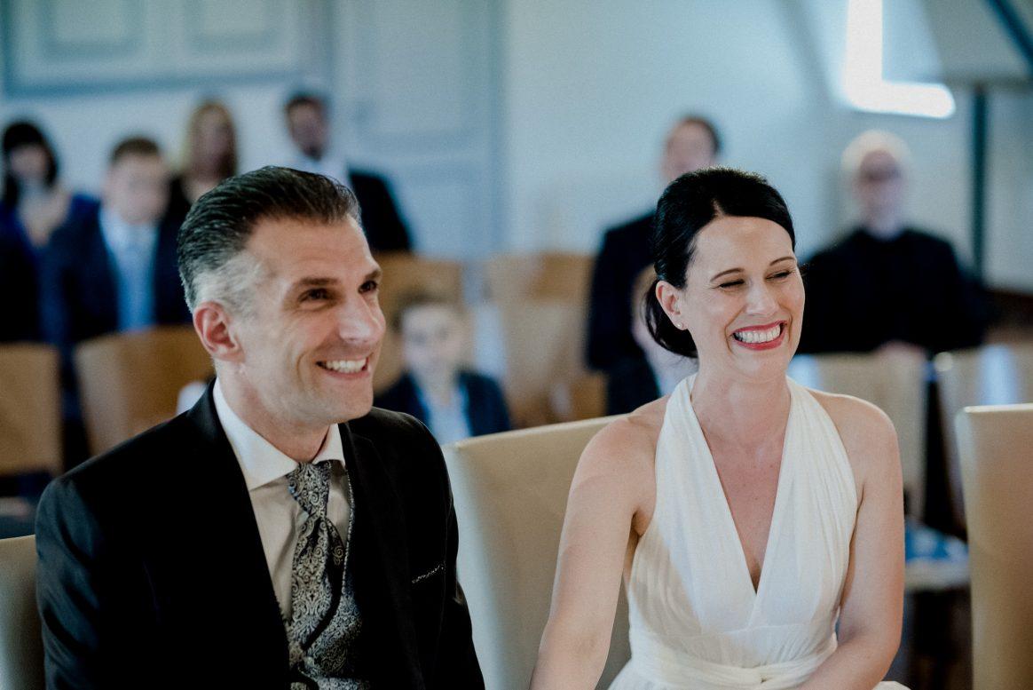 Glück Liebe Freude Lachen Eheleute Anzug Brautkleid