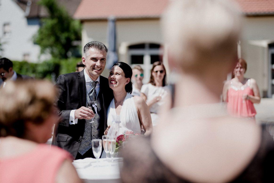 Sekt Alkohol Brautpaar Freude Rede Alzenau Gäste Sonne warm