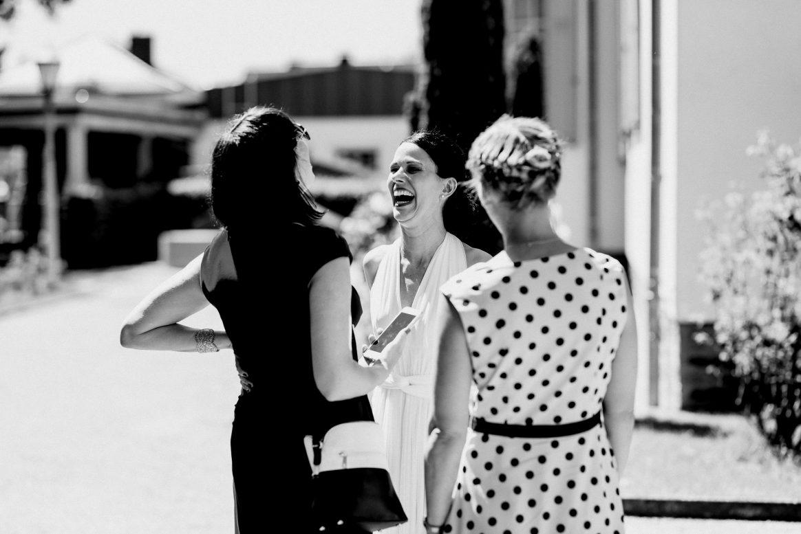 Lachen Joy Freundinnen Kleider Hairstyles Sommer Blond Brünette