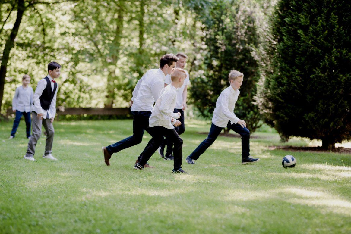 Kinder Fußball Game spielen Sport Jungs Boys Hemd weiß schwarz