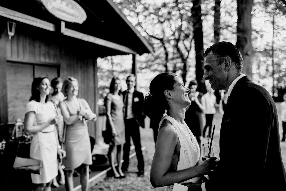 Liebe Hochzeit Brautpaar Gäste Augenblick glücklich Drinks