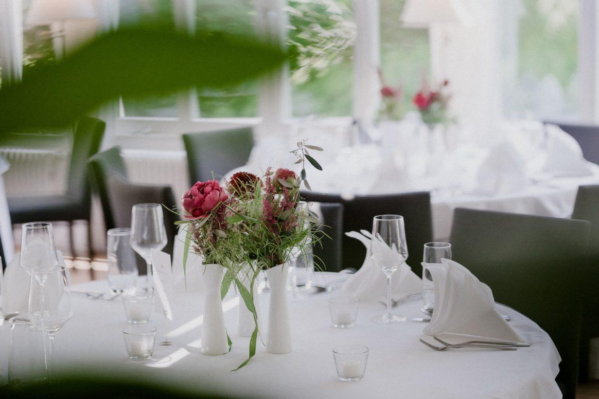 Dekoration Sommr Blumen Pink Grün Geschirr Saal Weiß Teelichter