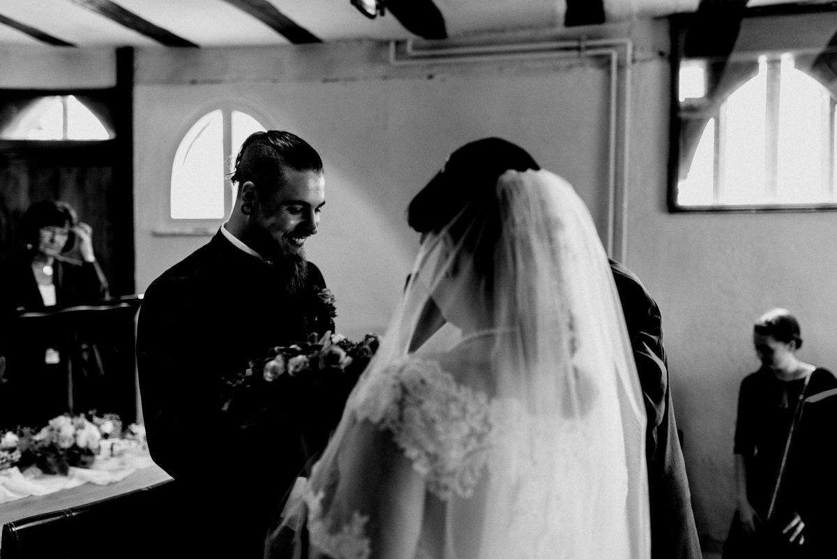 Bräutigam Bart Braut Vater Einzug Freude Überraschung Standesamt
