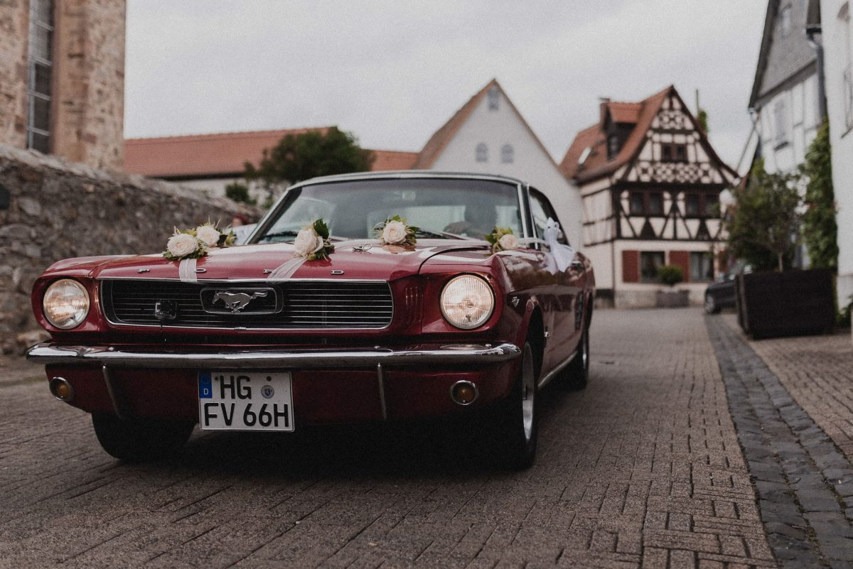 Mustang rot Auto Überraschung Lichter Blumen Friedrichsdorf PS Motor