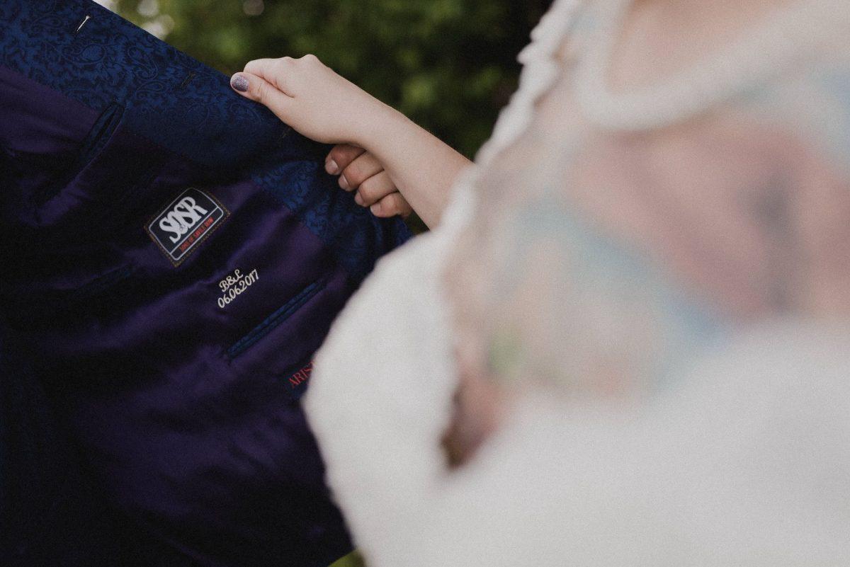 Anzug Stickerei Hochzeitstag Anzug blau Initialien Brautpaar Liebe
