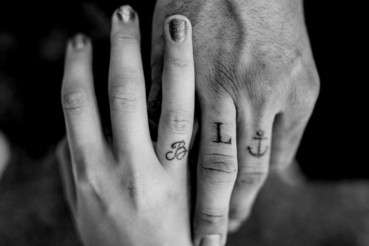 Tattoos Buchstaben Namen B L Anker Hänge Liebe Verbundenheit