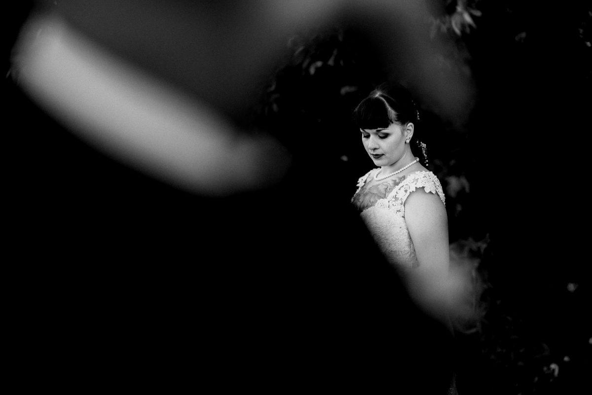 Braut Kleid Shooting Hochzeit Friedrichsdorf Kleid Perlenkette Bräutigam