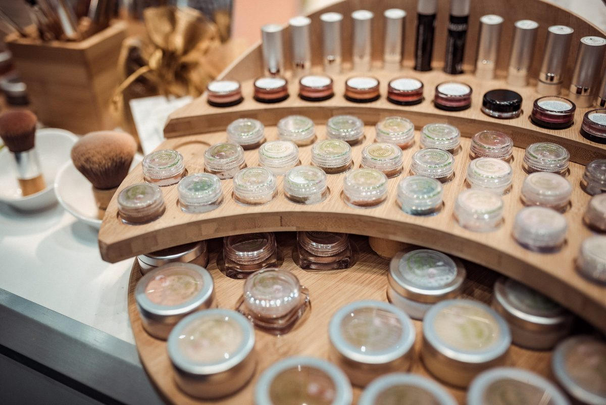 Angel Minerals Display Naturkosmetik Make-Up Mineralmakeup