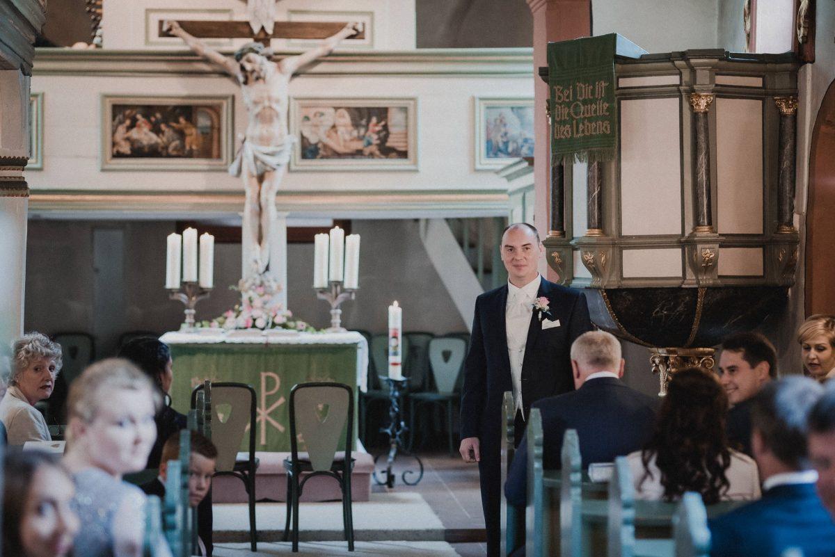 warten auf die Braut Kirche Bräutigam Gäste