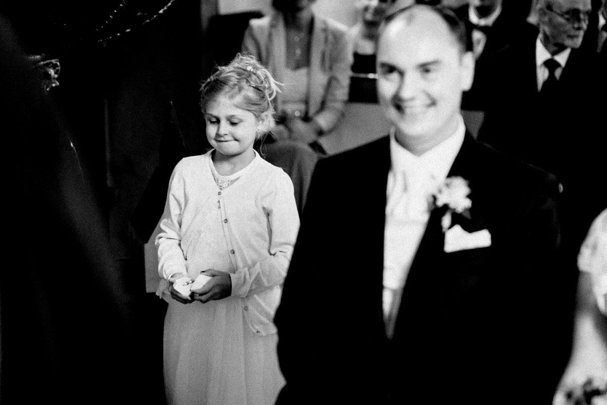Kind Ringträgerin Bräutigam Kirche Eheringe
