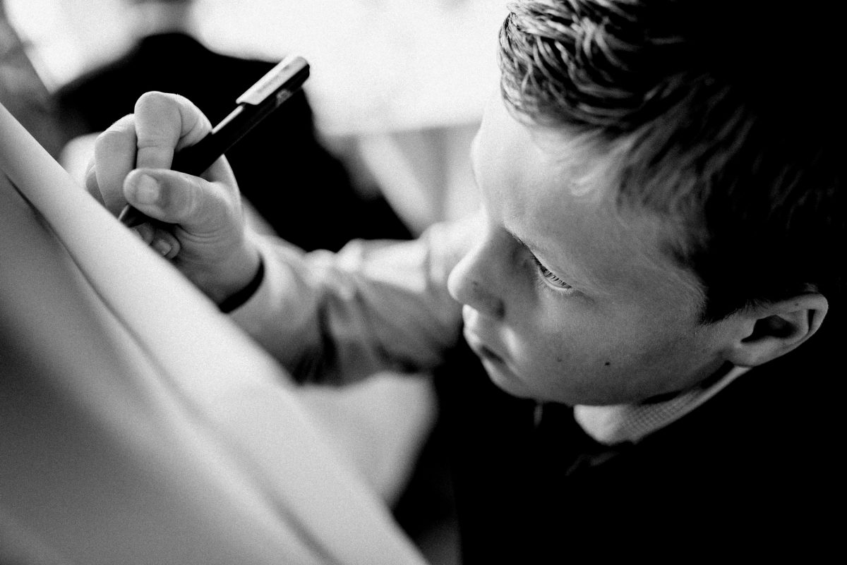Kugelschreiber unterschreiben Kind Finger Hand