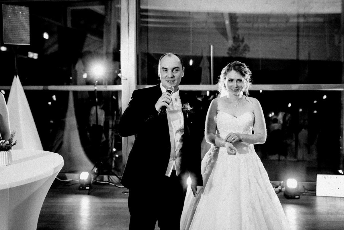 Ansprache Brautpaar Blitz Stehtisch Abend Lichter
