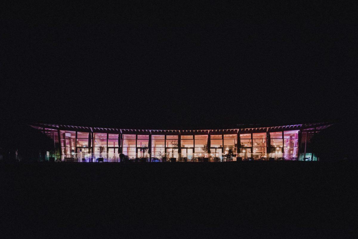 Gründau im Heckers Location bei Nacht dunkel Hochzeitsfeier