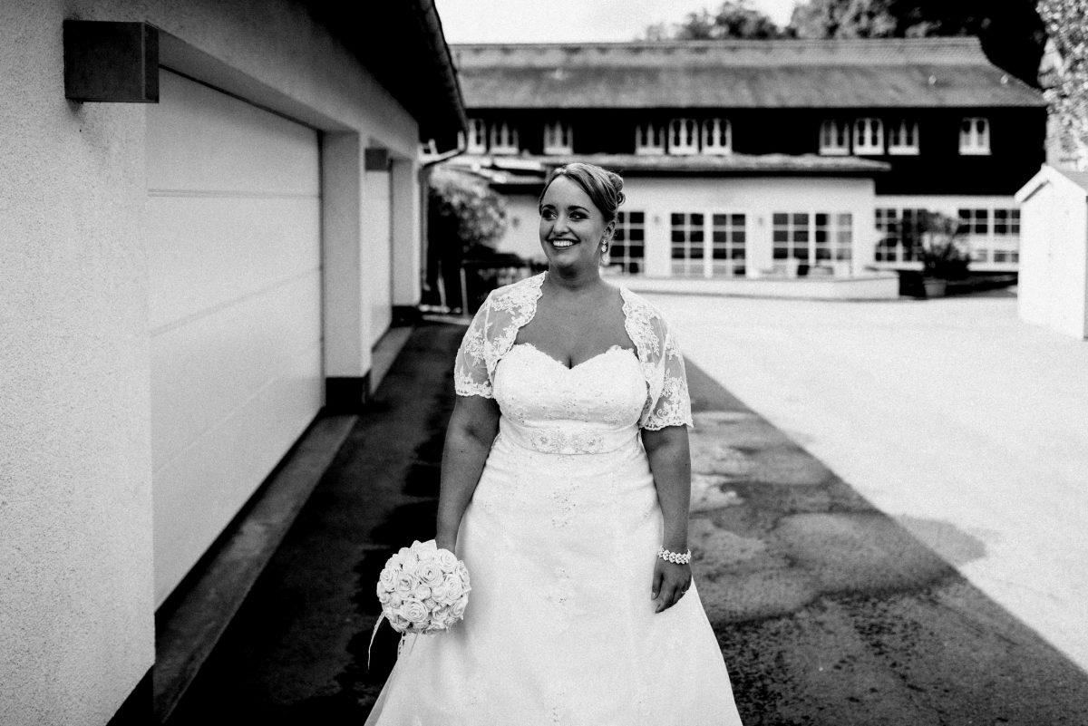 Dammühle Marburg Braut Brautkleid Brautstrauss Hof aufregung