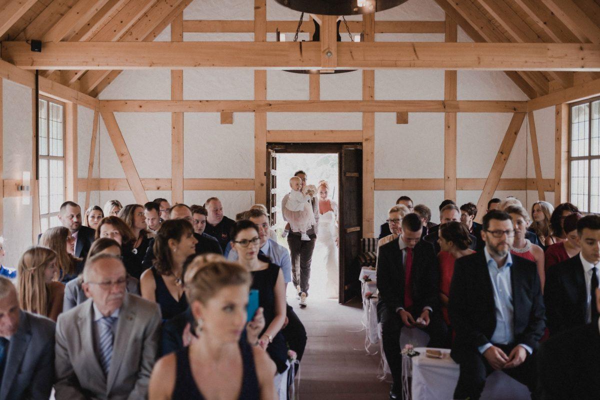 Dammühle Marburg Kapelle Hochzeitsgäste Eingang