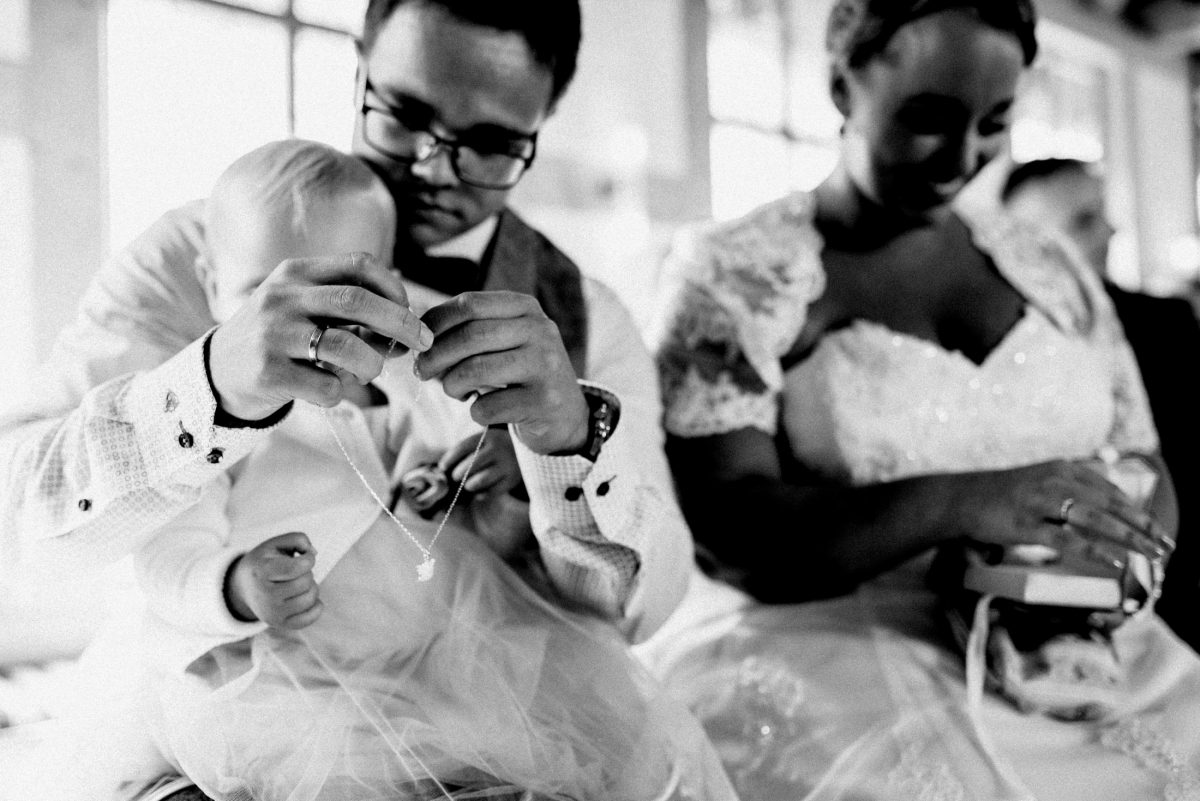Dammühle Marburg Braut Bräutigam freie Trauung Kind Kette Trauringe
