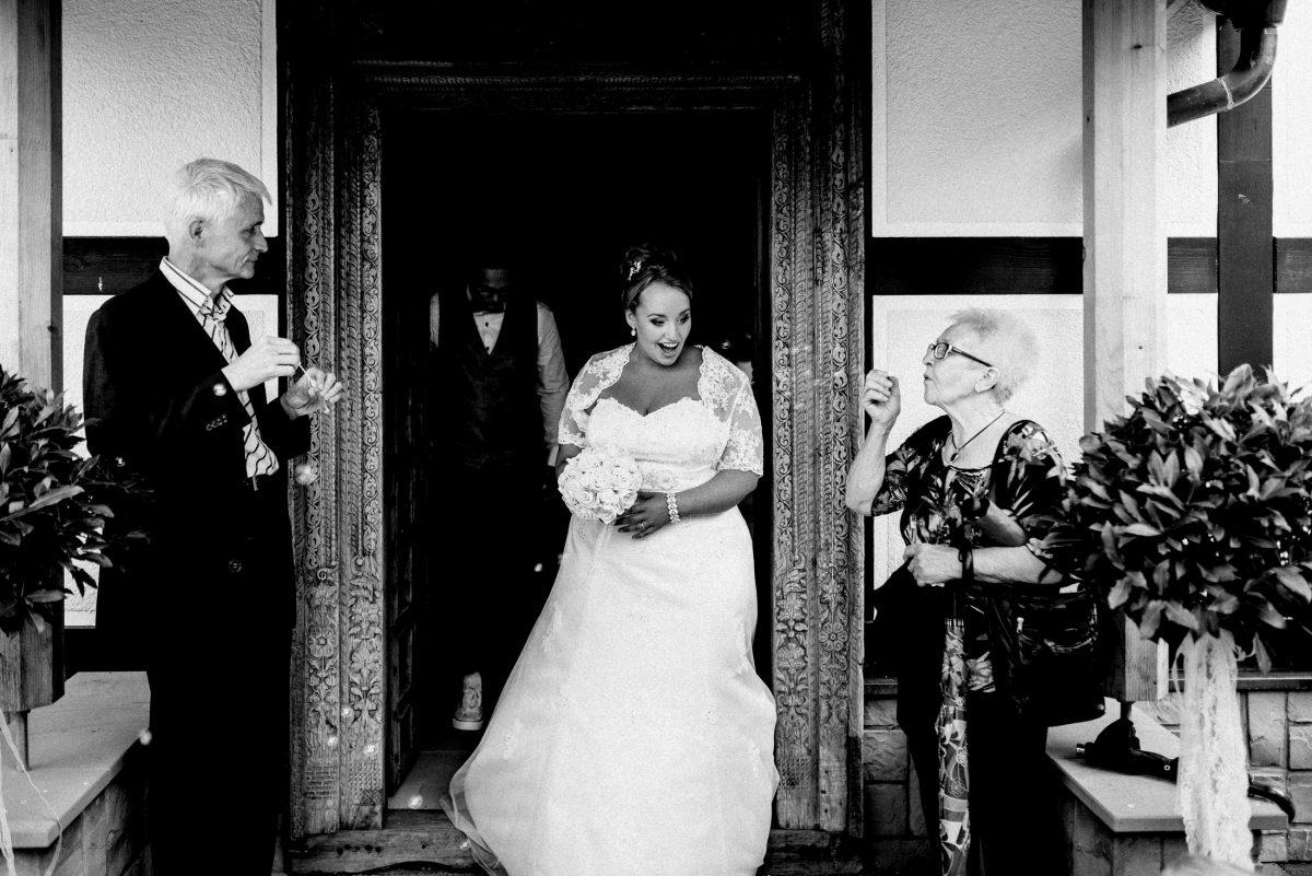 Dammühle Marburg Braut Brautstrauss Seifenblasen