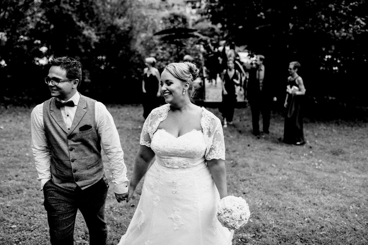 Wiese Brautpaar