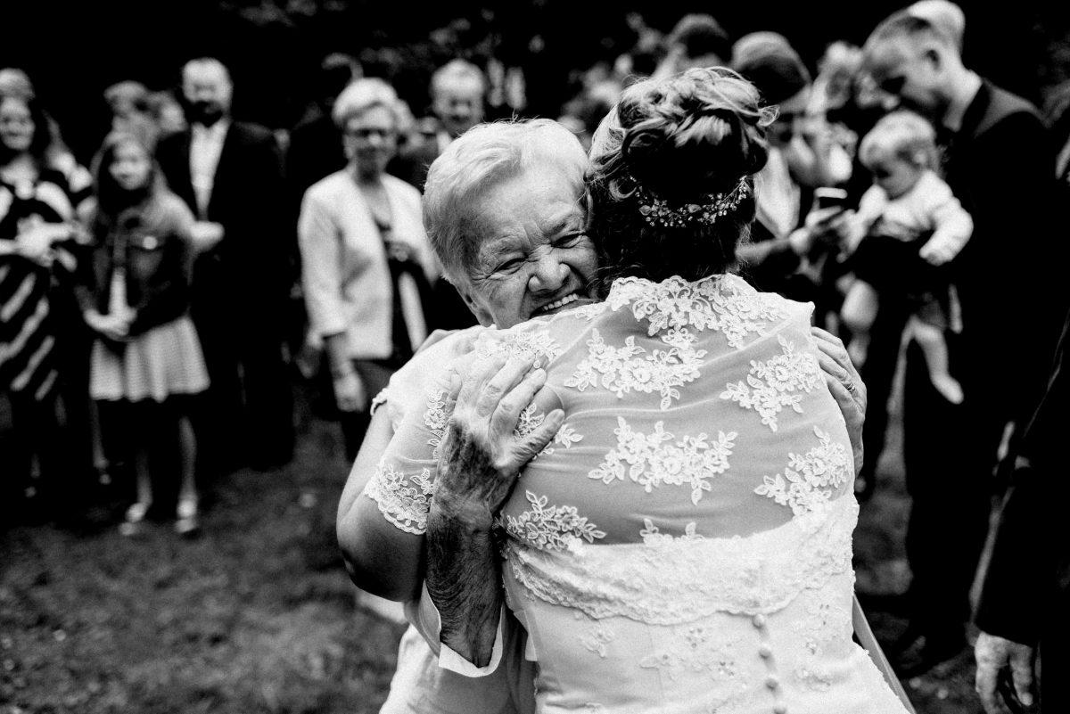 Glückwünsche umarmung herzlich Braut