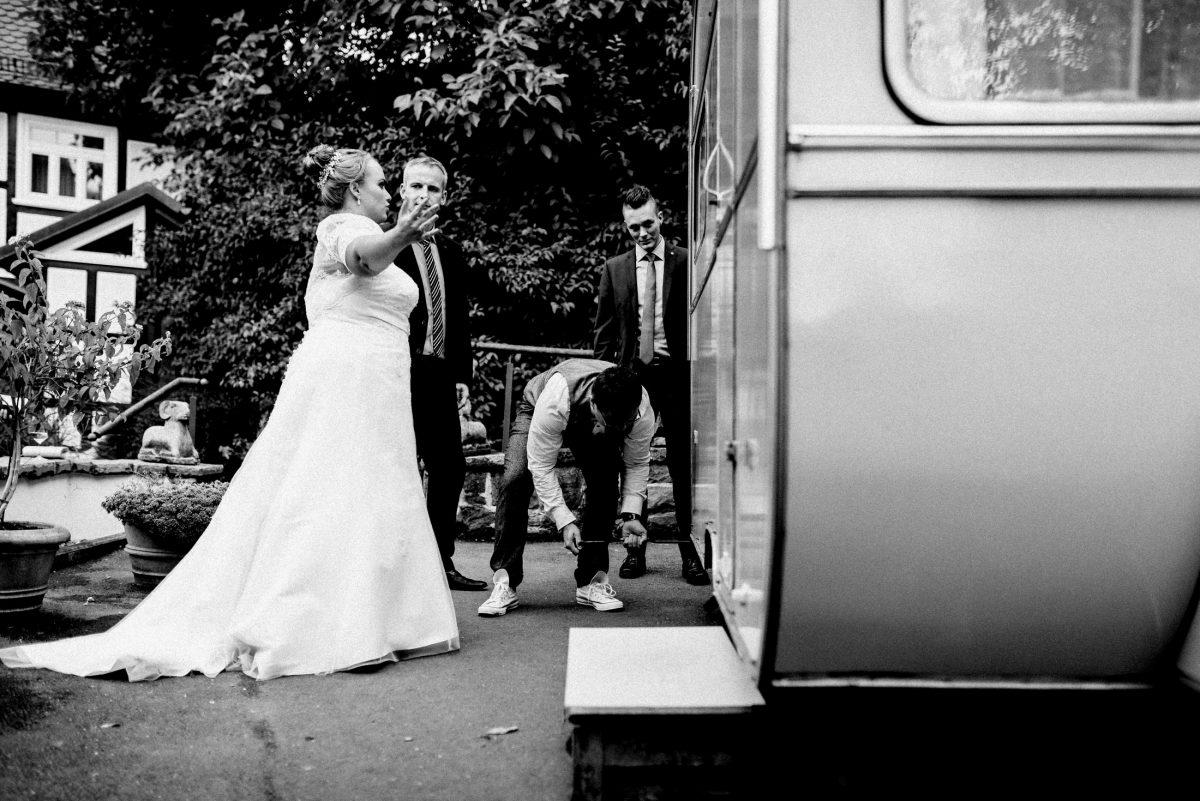 Braut Brautkleid Wohnwagen