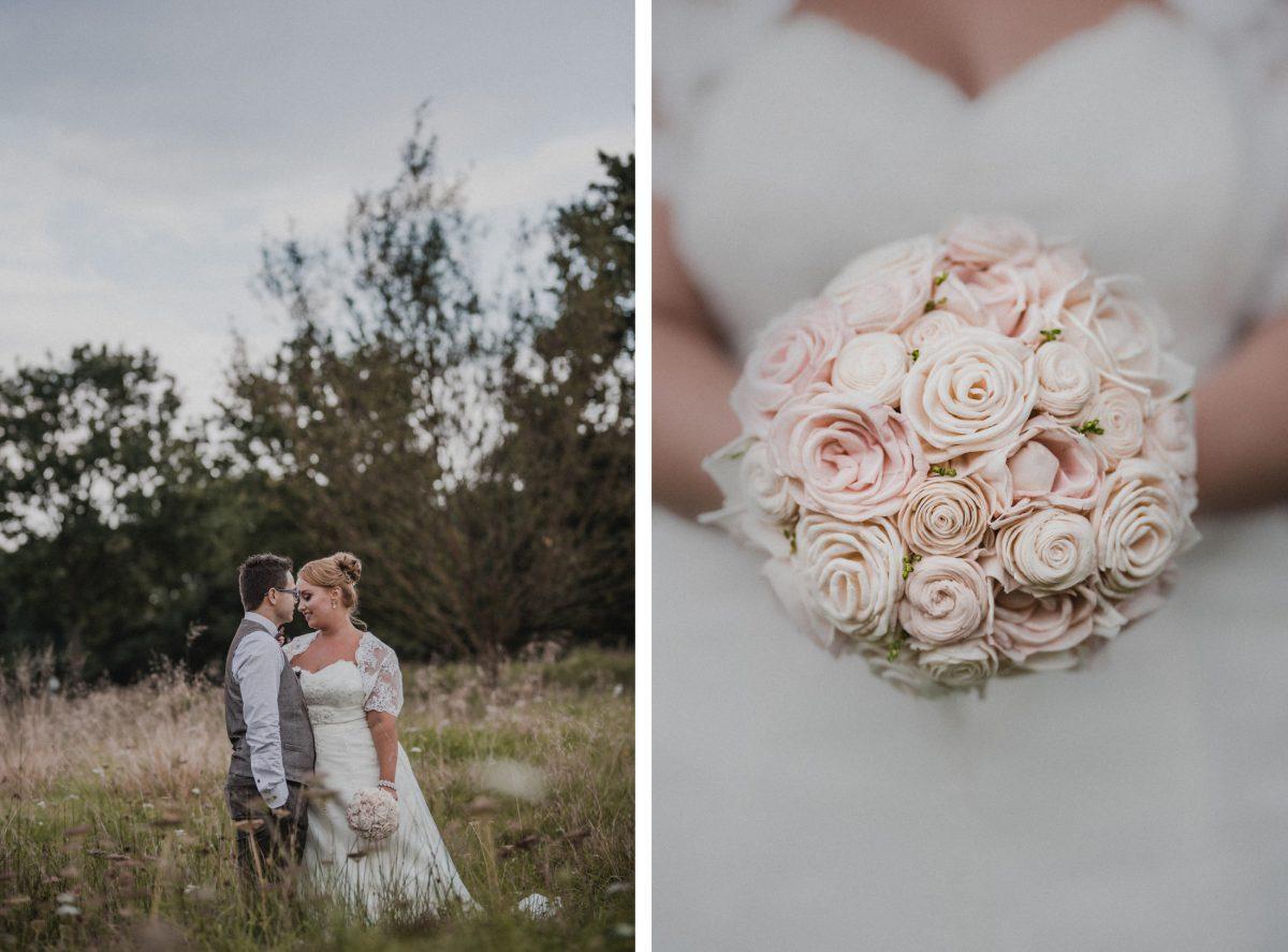 Hochzeitsfoto Braut Bräutigam Wiese Rosen