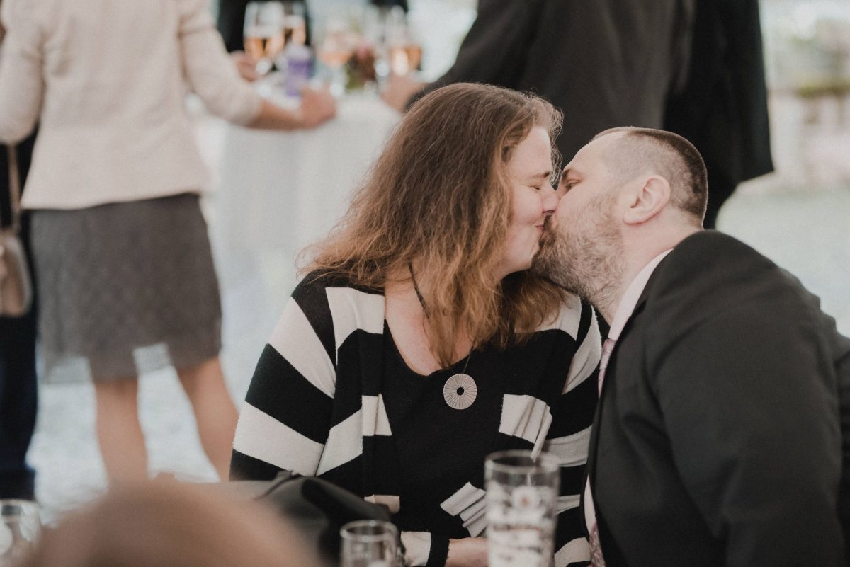 Sektempfang Kuss Gäste