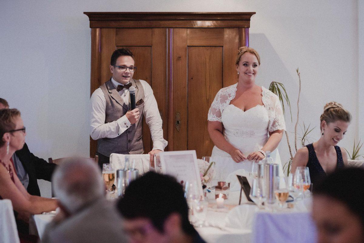 Bräutigam Ansprache Mikrofon Rede Braut Trauzeuge