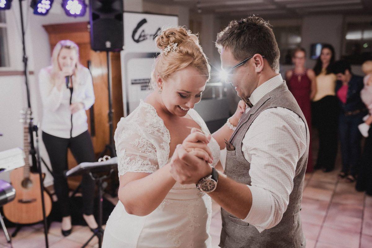 Eröffnungstanz Brautpaar Sängerin