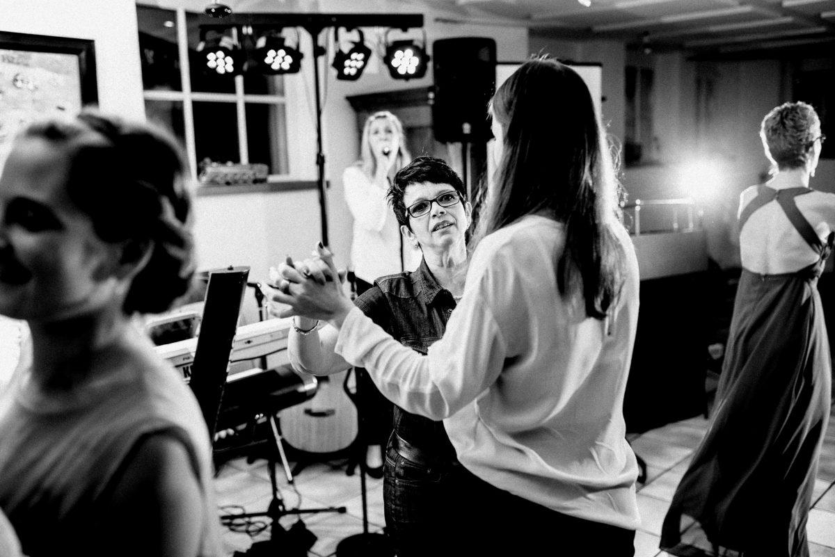 Gitarre Sängerin Band tanzen Blitz
