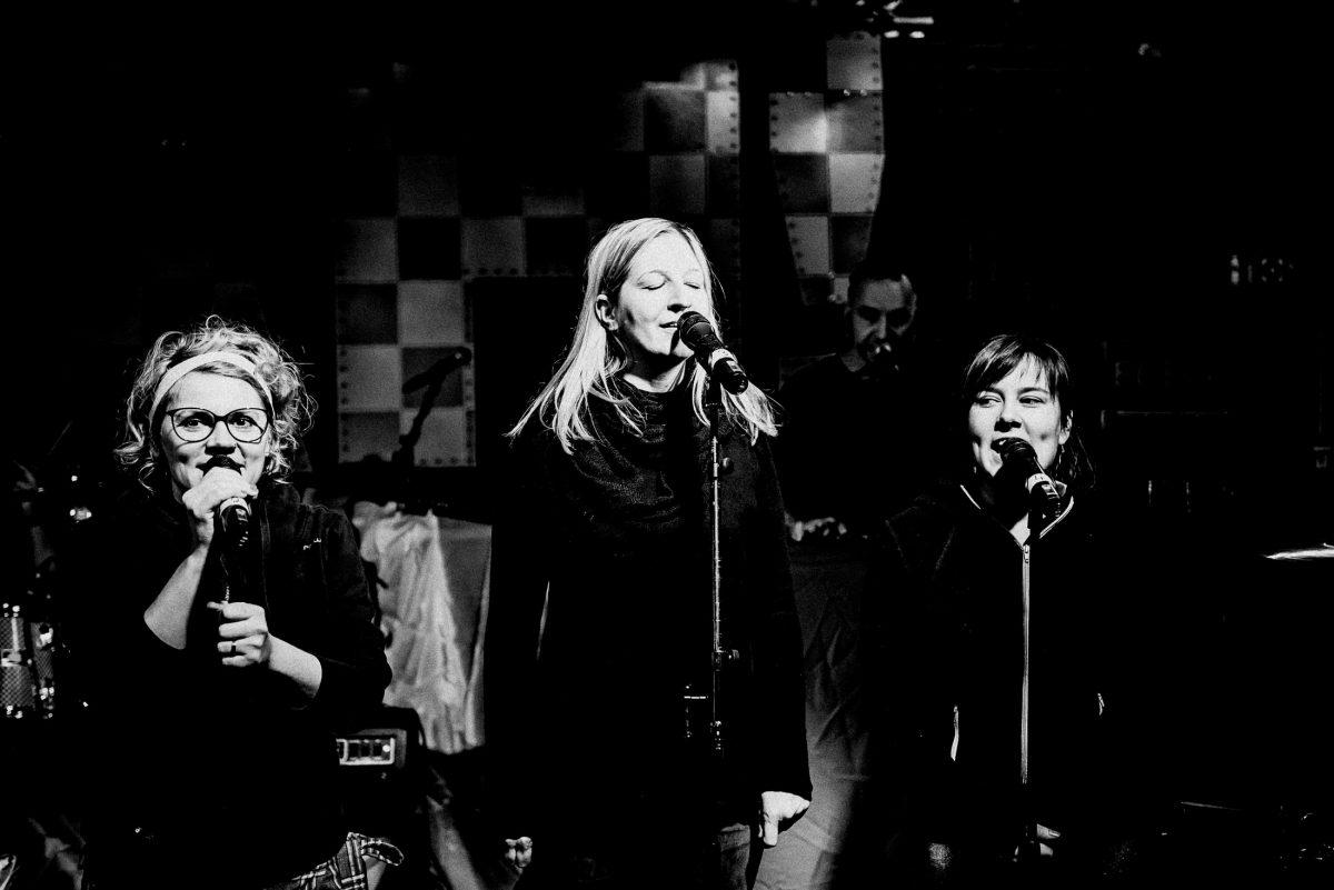 Bühne Band Gloria Aldenhoff Mikrofone