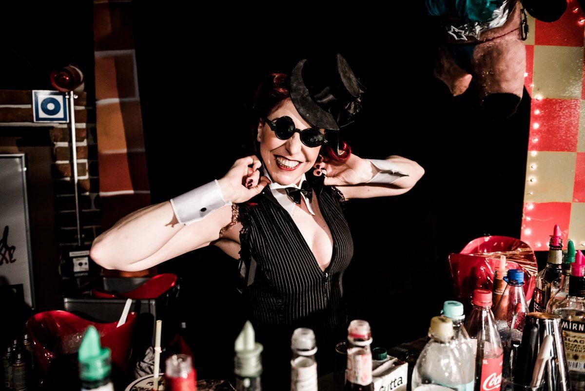 Eve Champagne Barkeeperin Getränke
