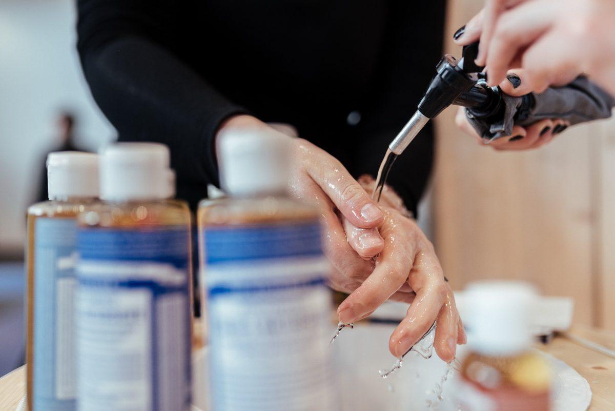 Hände Wasser reinigen Flaschen