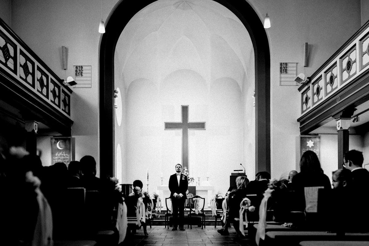 Kirche Kreuz Bräutigam Gäste Empore