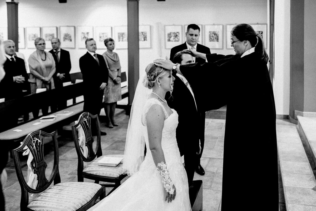 Segnung auf knien Brautpaar geistlich