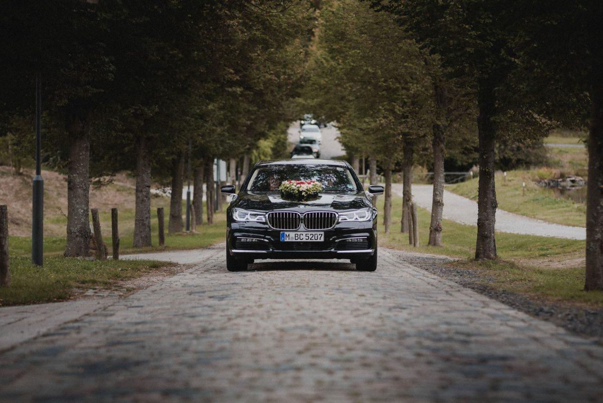 Hochzeitsauto BMW Autoschmuck Allee