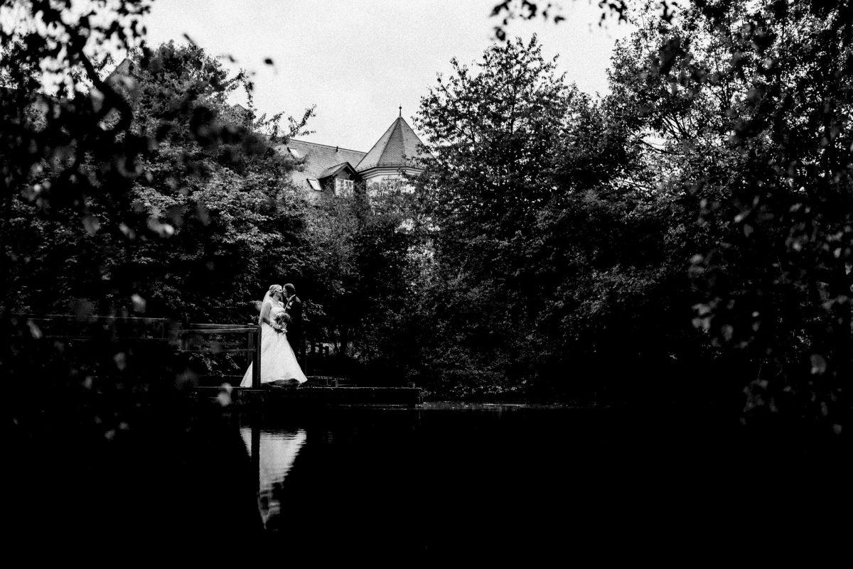 Hofgut Georgenthal See Bäume weißes Brautkleid