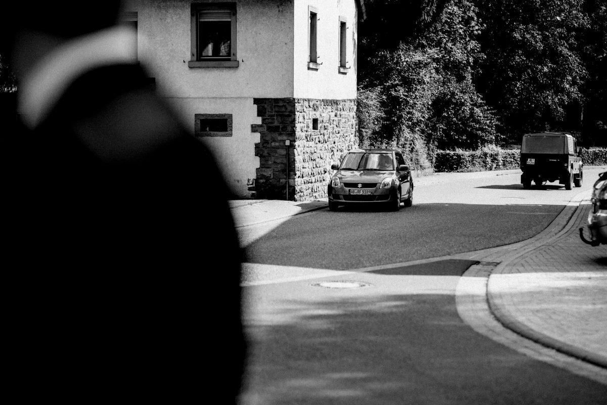 Strasse Autos Steinwand Haus