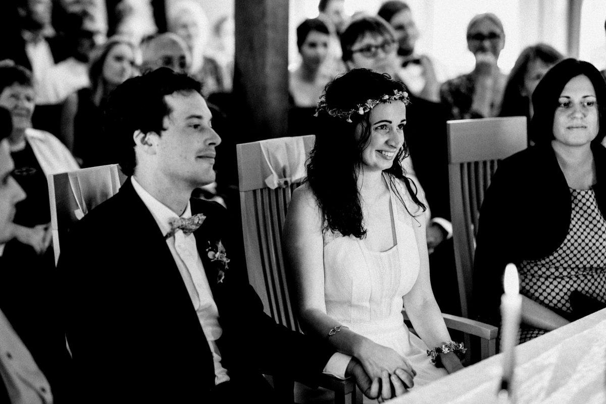 Hand halten Kerzen Hochzeitspaar